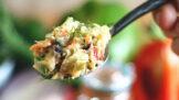 Variace na bramborový salát: Dietní, veganský i ošizený vám zpestří štědrovečerní menu
