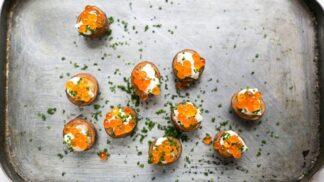 Chlebíčky jsou za zenitem, vsaďte na jednohubky: Netradiční kombinace, které vás dostanou