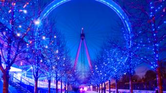 Těchto 22 světelných instalací dokazuje, že se v zimě po setmění svět mění v pohádkový