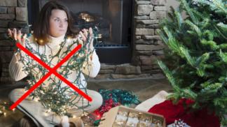 Geniálně jednoduchý trik, jak předejít zašmodrchání vánočních světelných řetězů