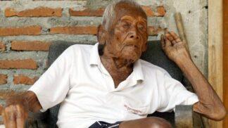 """""""Nejstarší člověk světa"""" odešel. Těžký kuřák se dožil 146 let # Thumbnail"""
