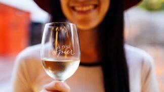 Degustování vína se dá vytrénovat jako sval. A musíte se k němu propít, tvrdí sommeliérka. Jak na to?