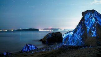 5 pláží, které vám nedají spát. Protože v noci přirozeně svítí