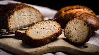 5 tipů, jak skladovat chléb, aby vydržel dlouho čerstvý a nezplesnivěl