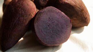 Brambory ube: Tato přírodní ingredience promění každé jídlo v magicky fialové
