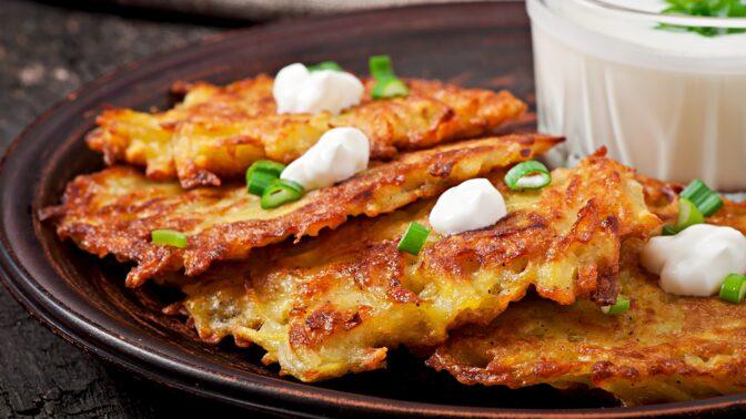 Co se zbylou bramborovou kaší? 4 rychlé recepty na skvělé placky a smaženky