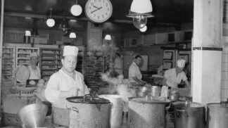 Restaurace za socialismu: K snídani gulášovka, párek a pivo