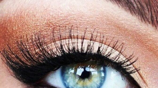 Oční poradna: Mohou umělé řasy poškodit zrak?