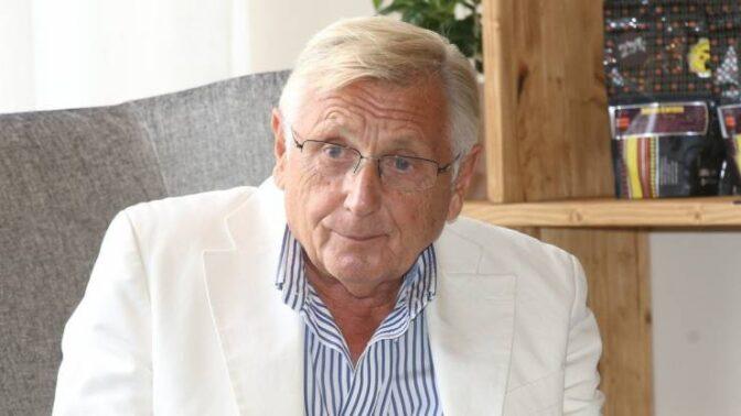 Režisérovi Jiřímu Menzelovi je 82 let. Tvůrce Ostře sledovaných vlaků navzdory ranám osudu neztratil vůli žít