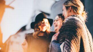 Přítomnost přátel může dramaticky ovlivnit život – co říkají odborníci i citáty?