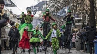 Oslavte svátek svatého Patrika netradičně: Stand-up komici z Irska vás pobaví břitkým humorem