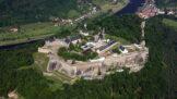 Thumbnail # Navštivte největší vojenskou pevnost a hrad v Evropě. Pevnost Königstein leží jen kousek za hranicemi