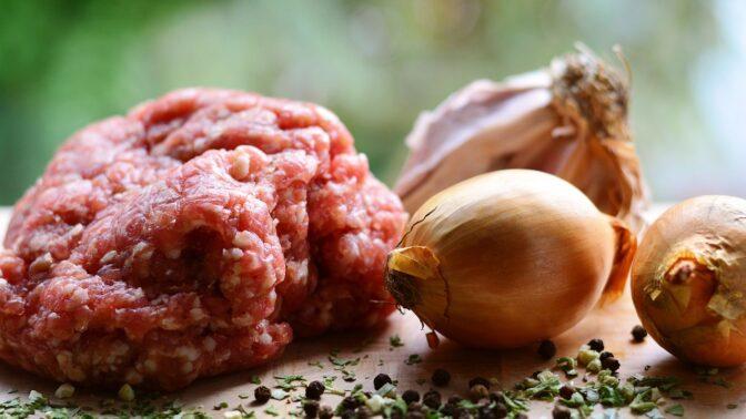 Jak poznat kvalitní mleté maso: Soustřeďte se na barvu, konzistenci i vůni