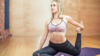 Sportem ku zdraví: Jóga vás může zbavit chronických bolestí zad