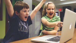 Výstražná znamení: Jak poznat, že máte doma online závisláka
