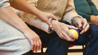 """Dnes je Světový den Parkinsonovy nemoci: Proč byla nazývána """"třaslavou obrnou""""?"""