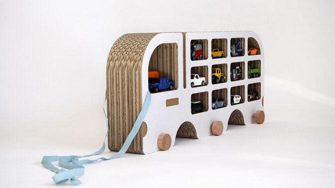 Hitem bydlení se stal papírový nábytek: Působí křehce, ale je překvapivě stabilní