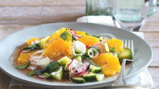 Exotické recepty z jarní zeleniny: Asijský salát s mrkví nebo krůtí polévka s červenou čočkou a kopřivami