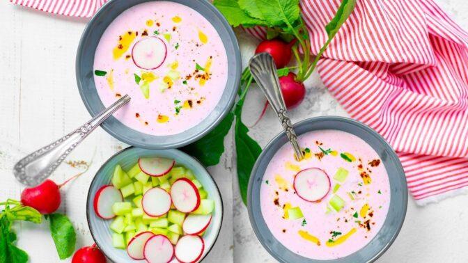 Jarní recepty, po kterých nepřiberete! Ředkvičková polévka, slané palačinky nebo salát s celerem a mrkví