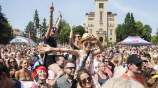 Mezi ploty: Pražské Bohnice rozezvučí multižánrový hudební a divadelní festival. Bavit se budou děti i dospělí