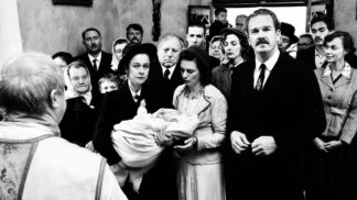 Krajina ve stínu: Zfanatizovaná Bára Poláková se zamiluje do Hitlera v novém českém filmu # Thumbnail