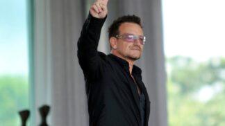 Bono Vox slaví 59. narozeniny: Věděli jste, že byl na palubě letadla, kterému za letu upadly dveře?