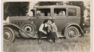 Američtí bankovní zloději Bonnie a Clyde byli zabiti policií v Bienville Parish v Louisianě: Ona schytala 54 kulek, on 27