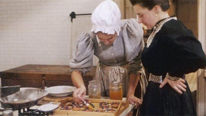Příručka pro hospodyňky ze třicátých let: Jak zadělat na poctivé kynuté těsto nebo jak být šik i s nákupní taškou