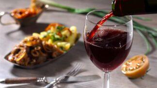 Rychlý vinařský rádce: Co se hodí k bílému, červenému a čím podpoříte bublinky