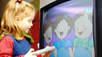 Děti a televize: Varovná studie, kolik času promarní před obrazovkou