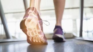 Smutná fakta o deformovaných nohách Čechů! Víte, jak správně chodit?