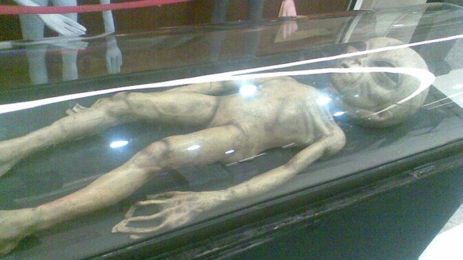 Největší ufologická záhada historie: Před 72 lety našli záhadné tělo u Roswellu
