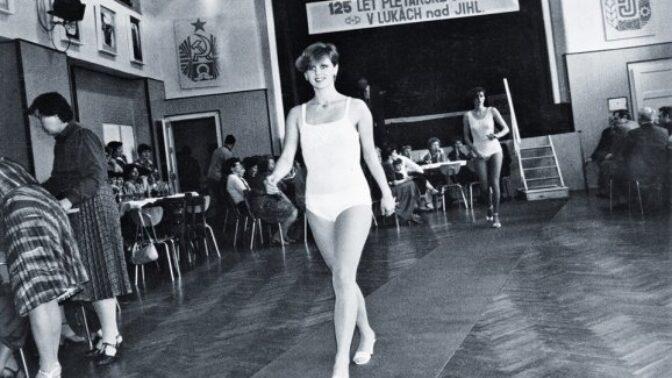 59 let od založení ČSSR: Jak vypadaly tehdejší modelky a kolik si vydělávaly?