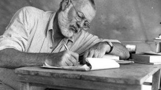 Ernest Hemingway: Hrál na violoncello, boxoval a psal jedinečnou metodou ledovce