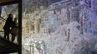 Zničené domy, smrt všude kolem. Unikátní 360° panorama ukazuje Drážďany po bombardování 1945 # Thumbnail