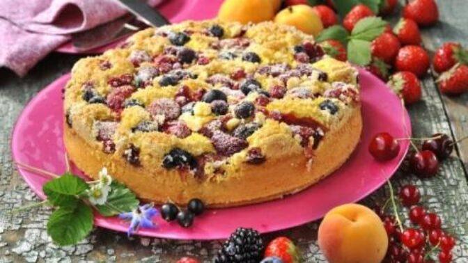 Rychlé víkendové moučníky: Bublanina s ovocem, perník s jablky nebo borůvkový koláč