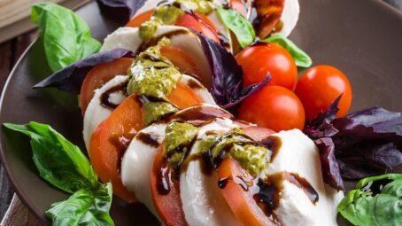 Večeře hotové do deseti minut. Nejlepší recepty na omeletu, salát či tortillu # Thumbnail