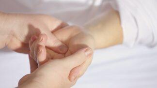Máte ruce podrážděné dezinfekcí? Spěte v rukavičkách a vyrobte si vlastní čistící gel
