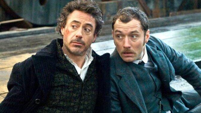 Dobrodružný film Sherlock Holmes: Dobové chyby v typech zbraní i chybějící čaj v šálku a dýmka v ústech