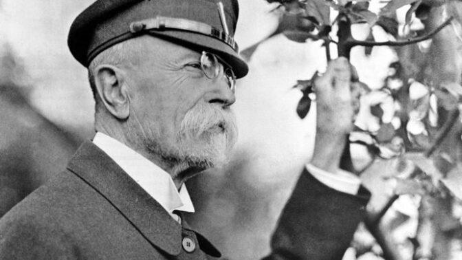 82 let od státního pohřbu T. G. Masaryka: S prezidentem Osvoboditelem se přišlo rozloučit přes půl milionu lidí