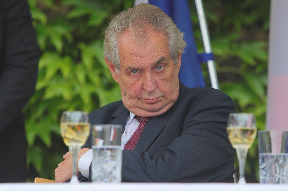 Prezident Miloš Zeman slaví 75. narozeniny: Nejprve si vzal spolužačku ze  střední, poté svoji asistentku - Lifee.cz