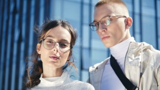 4 důvody, proč si koupit titanové brýle # Thumbnail