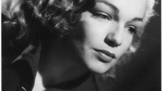 34 let od smrti herečky Simone Signoret: Měla slabost pro Delona, vyfoukla Oscara Katharine Hepburn # Thumbnail