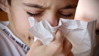 Dětský kašel: Jak podle odborníků léčit ten akutní i chronický