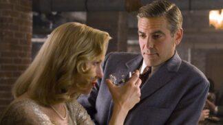 George Clooney jako režisér a hlavní protagonista romantické komedie ze sportovního prostředí Tvrdé palice