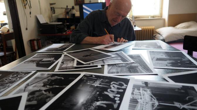 Cyklus krátkých dokumentů Sametové stopy: 30 let svobody ve 30 obrazech