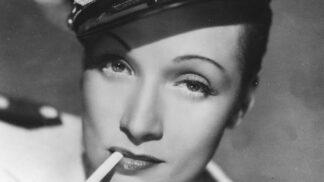 Kouření v proměnách času: Zapomeňte na muže s klasickými cigaretami i ženy s elegantní špičkou