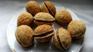 Recept na plněné ořechy, osvědčené vánoční cukroví. A k tomu čtyři druhy krémů!