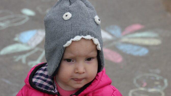 Jak chránit děti před chladem a mrazem? Důležité je správně vrstvit prádlo, říká dětská lékařka