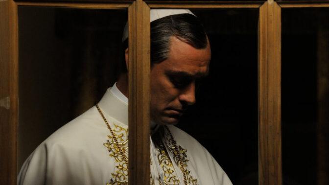 Nová řada seriálu Mladý papež z produkce HBO přichází: Jude Law jako okouzlující muž v čele církve